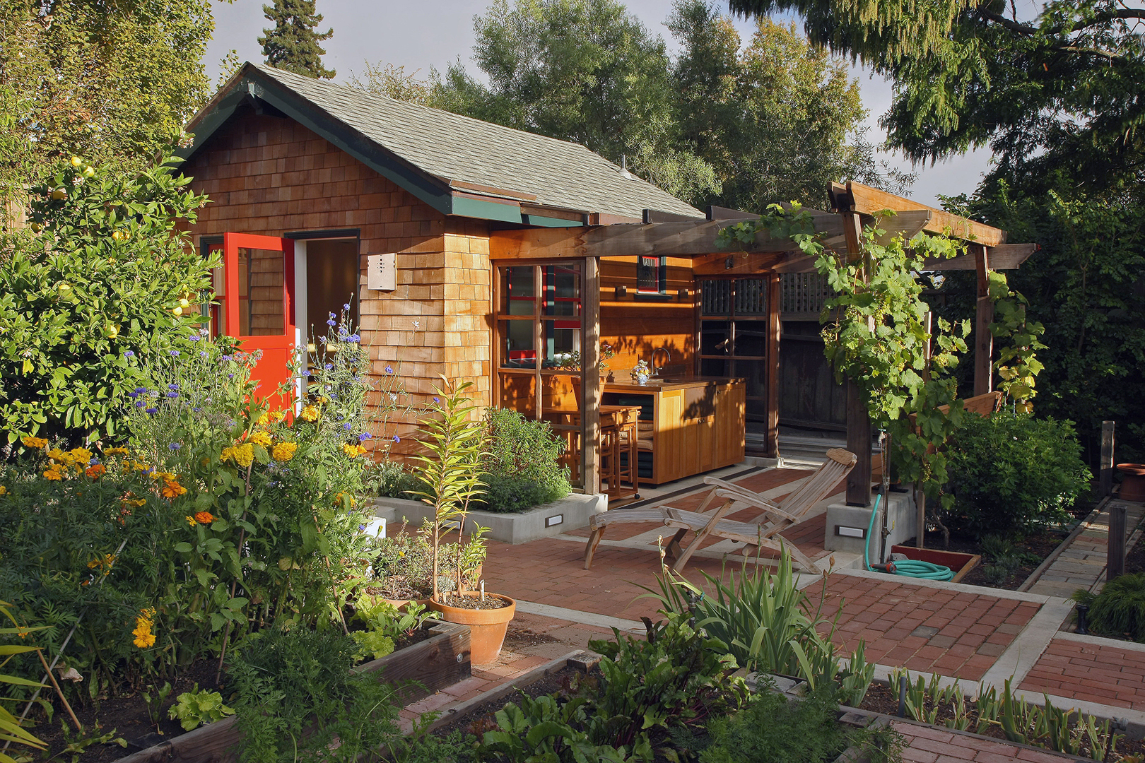 Backyard Cottages - Sogno Design Group on Bungalow Backyard Ideas id=96499